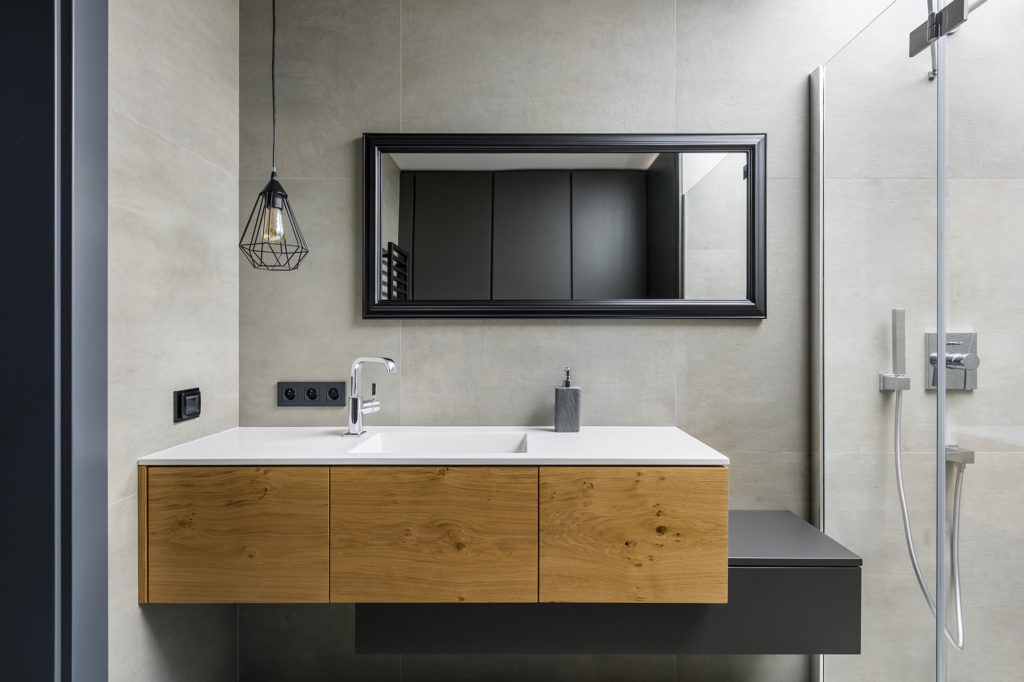 Contrasted Bath